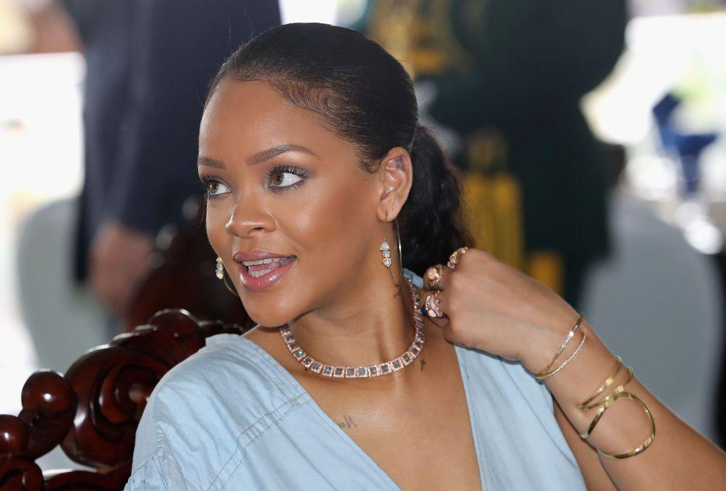 Relâché, après avoir harcelé Rihanna